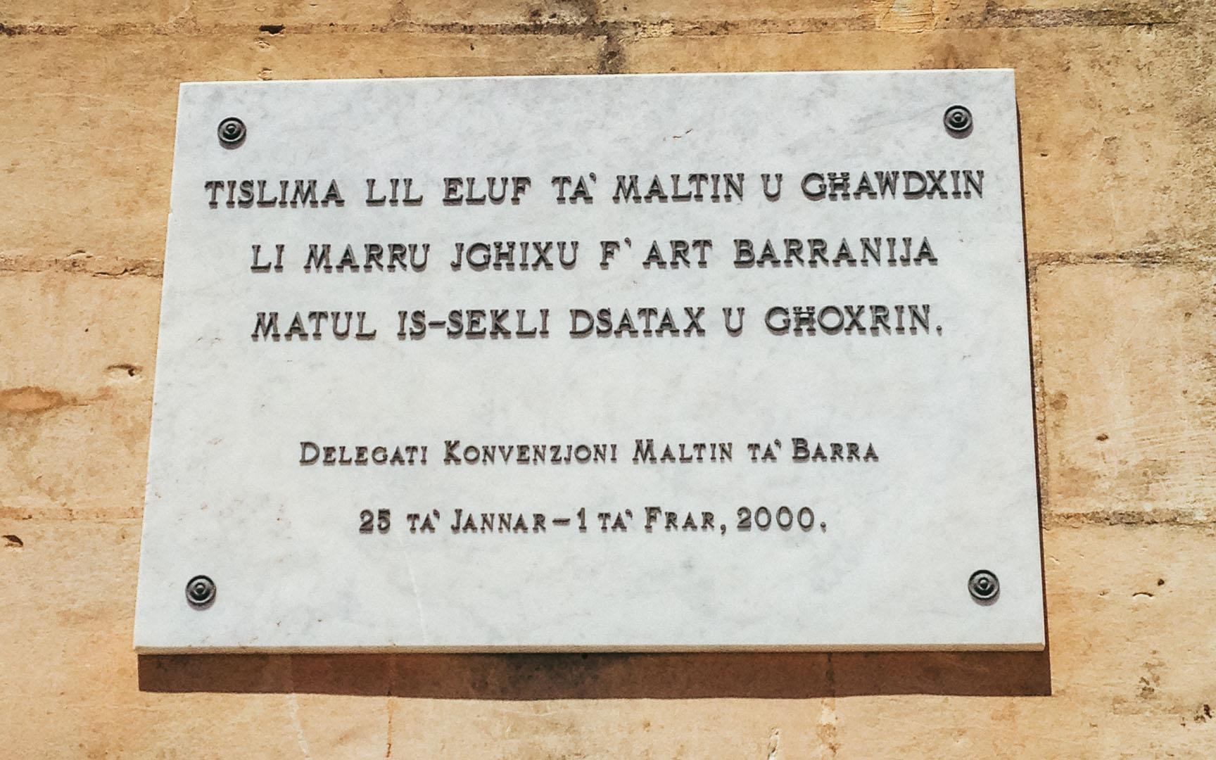 Langue maltaise sur un panneau