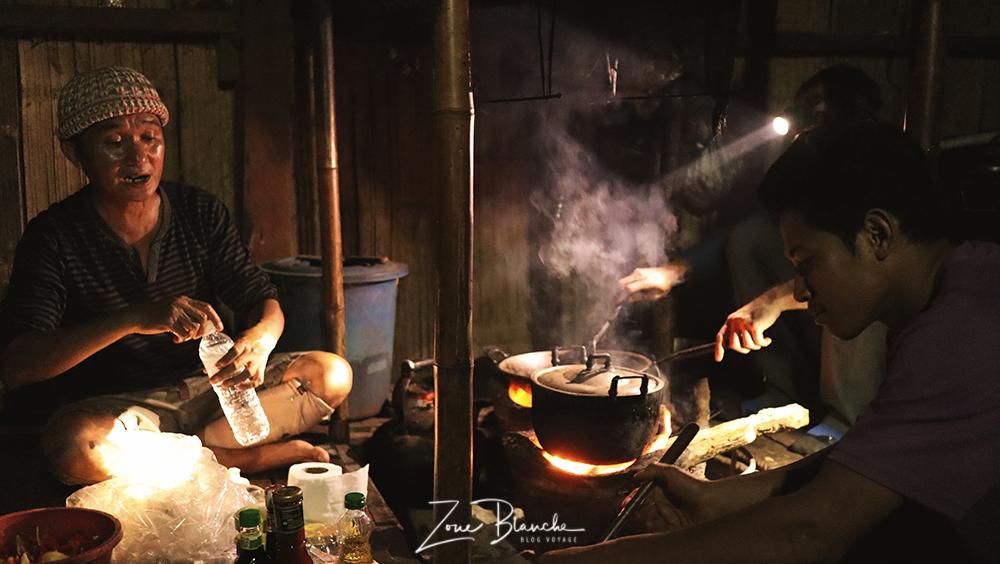Cuisiner pendant le trek en Thaïlande