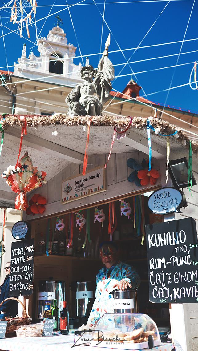 Un stand de beignets et boissons à Ptuj
