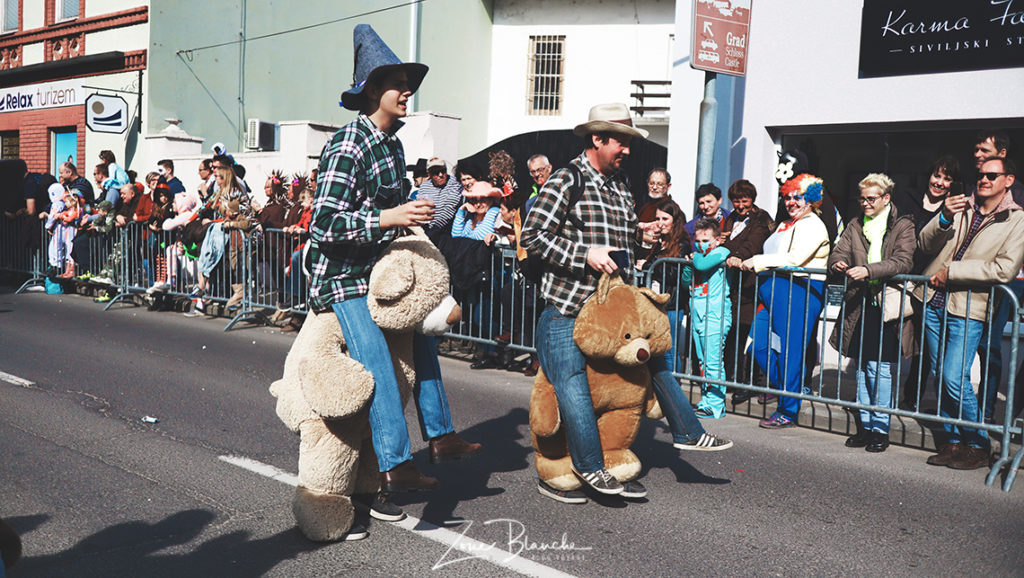 Ours en peluche au carnaval de Ptuj