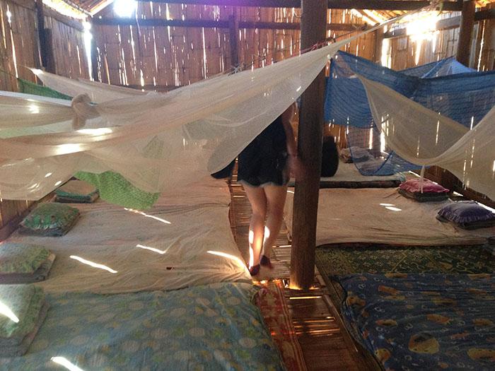 La salle commune où les trekkeurs dorment