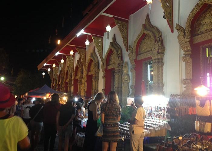 Le Sunday Market aux abords d'un des temples