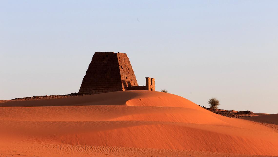 Pyramide de Méroé décapitée