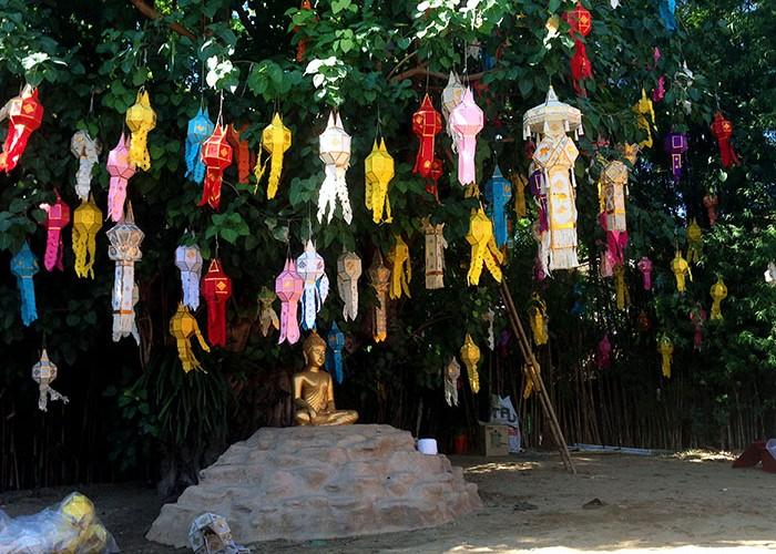 Préparatifs pour Loy Krathong