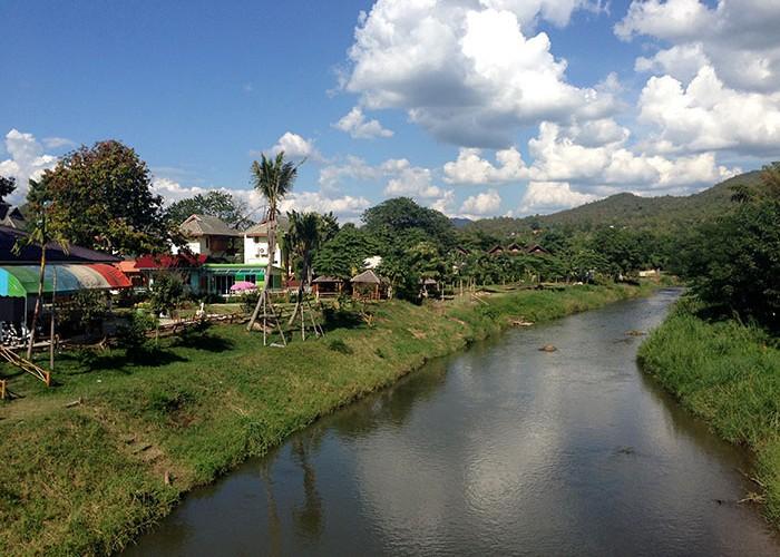 Tranquille petit village de Pai