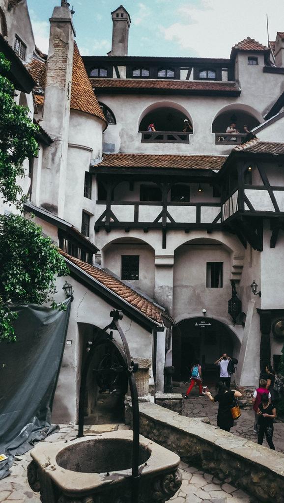 La cour du château vu d