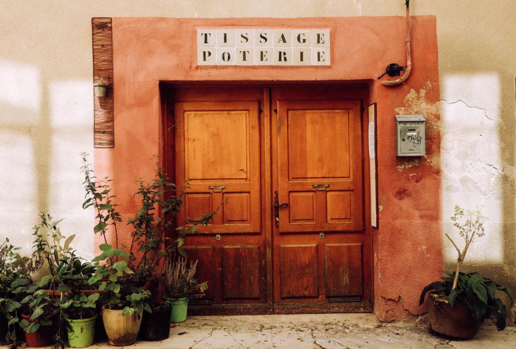 Devanture d\'un petit magasin provençal