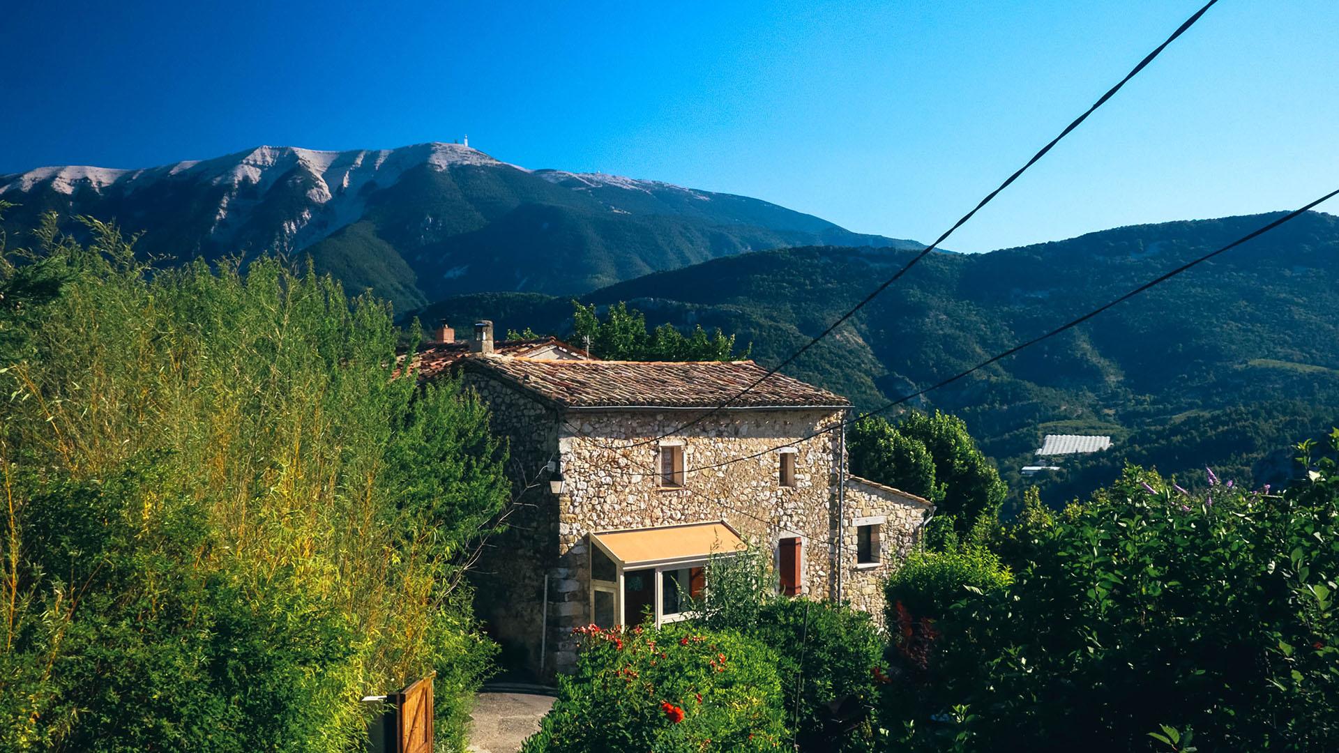 Vue sur le mont Ventoux depuis les Baronnies provençales