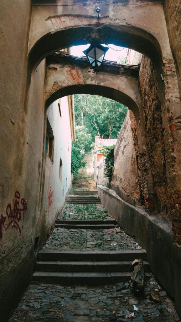 Cet escalier bien caché sur la Strada Ilarie Chendi mène derrière l'église qui surplombe la colline