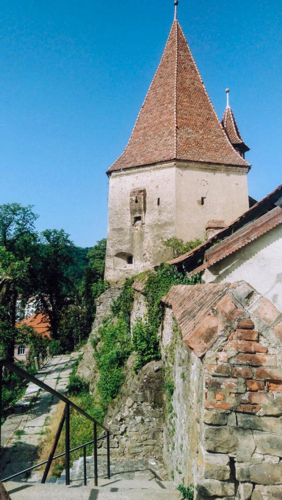 L'une des tours de la cité médiévale