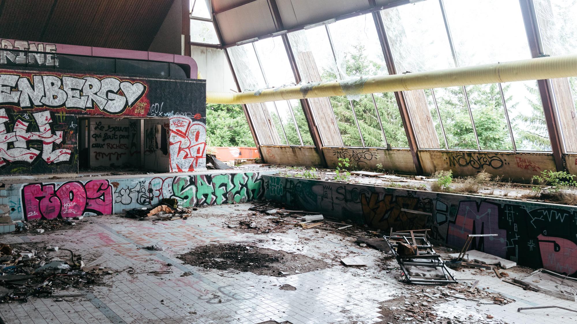 Piscine abandonnée